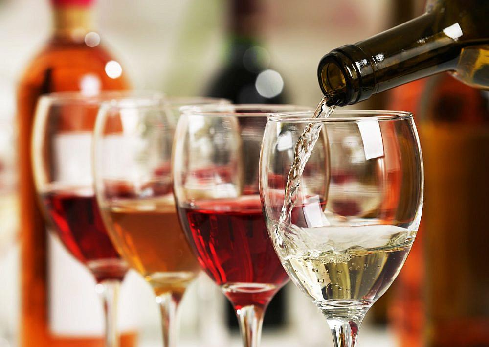 תשתו משהו? פסטיבל היין בבאר שבע. צילום: shutterstock