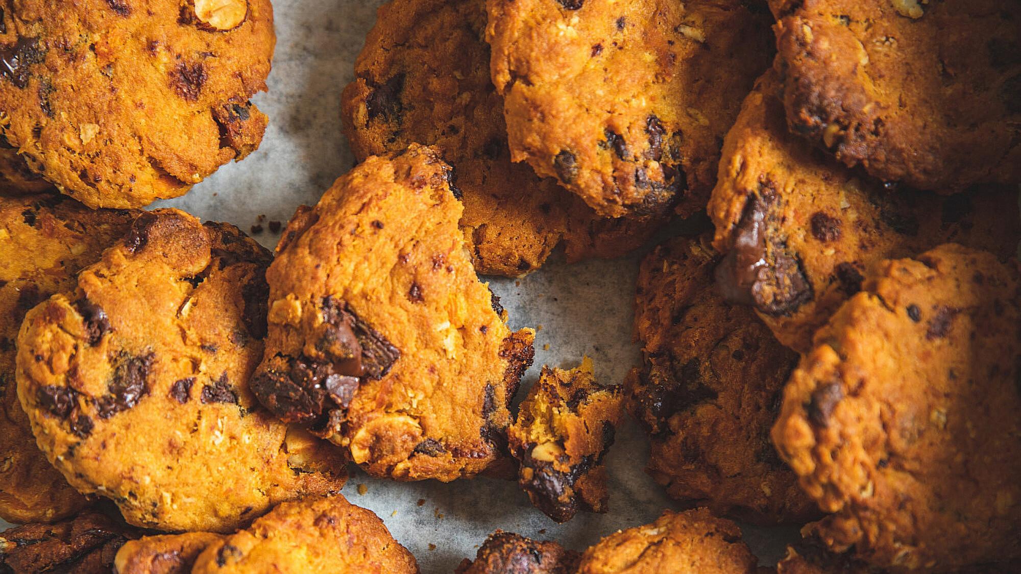 עוגיות בטטה,שוקולד צ'יפס ואגוזי לוז של מיכל חביביאן. צילום: שני בריל