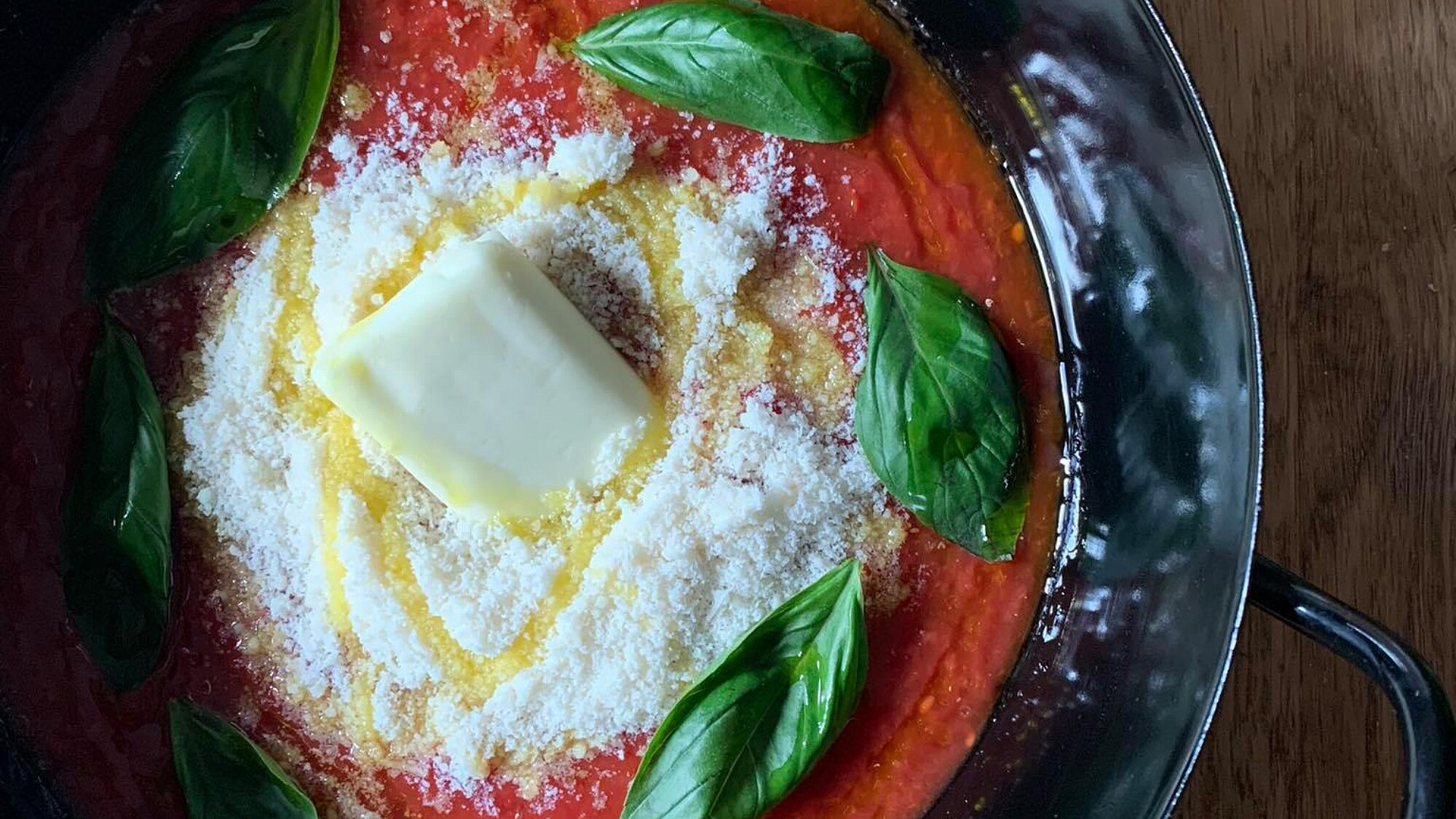 רוטב עגבניות לפסטה של מאמות איטלקיות. צילום: חני חמווי