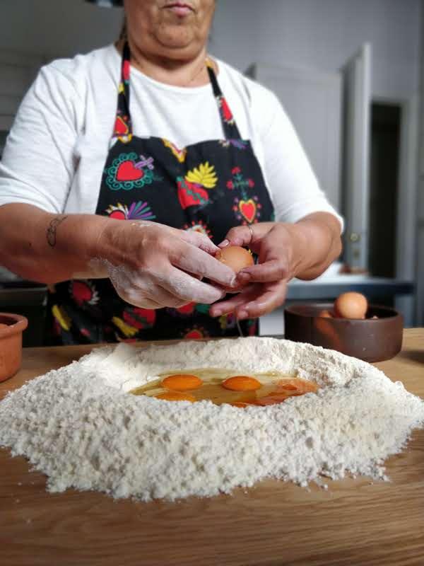 התרבות האיטלקית העמידה את הנשים מול ערימות קמח וביצים, והן הפכו את המטבח לממלכה שלהן אורייטה. צילום: חני חמווי
