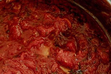 רוטב עגבניות איטלקי-אמריקאי של שף יוגב ירוס. צילום: שני בריל