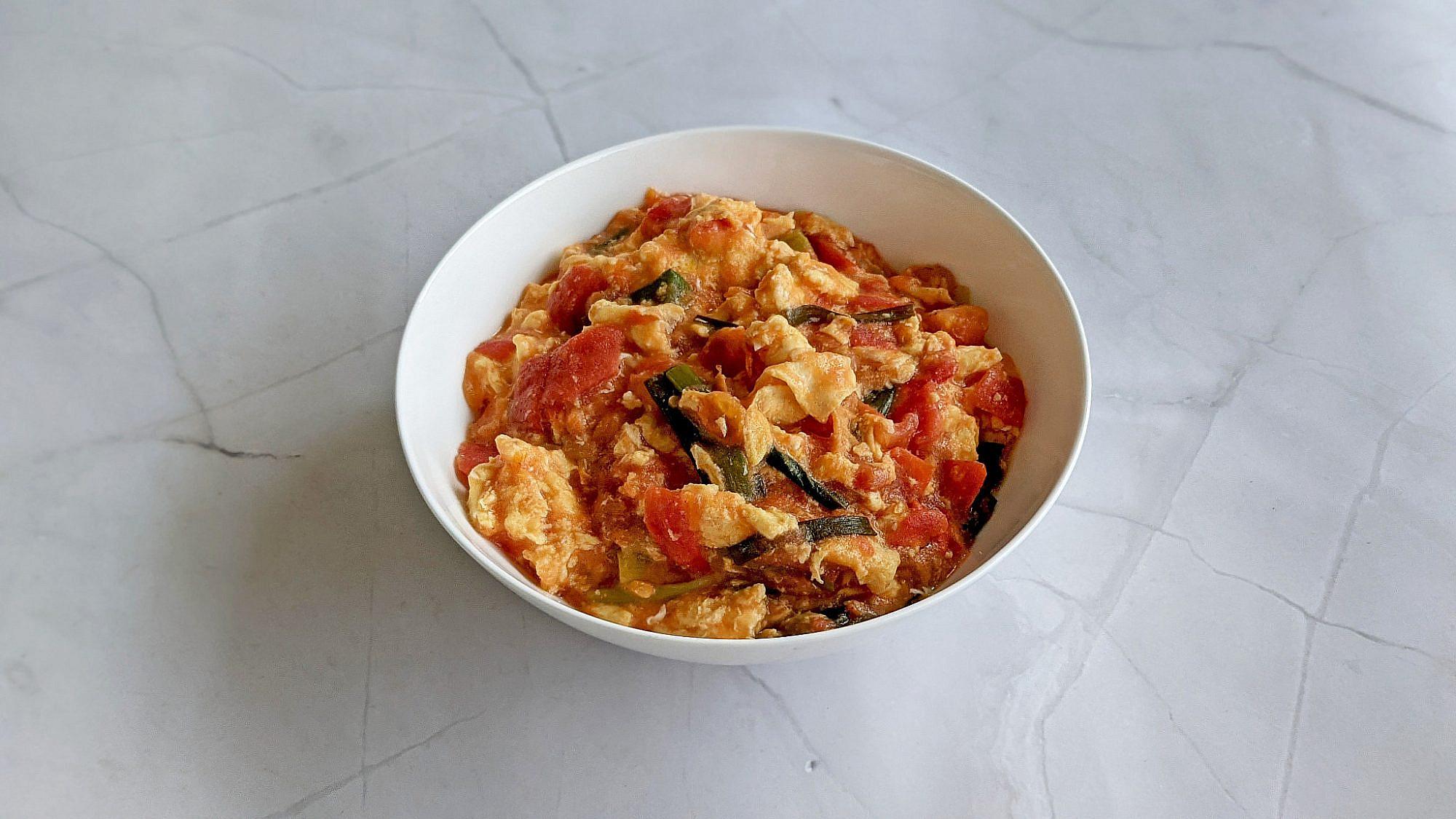 ביצים מטוגנות עם עגבניה בסגנון סיני - פאנג צ'ייה צ'או דאן